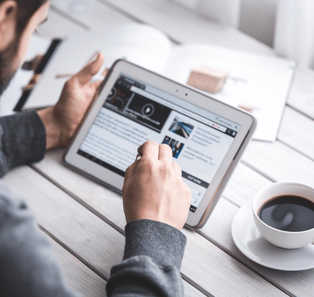 virtual-sales-training-on-tablet