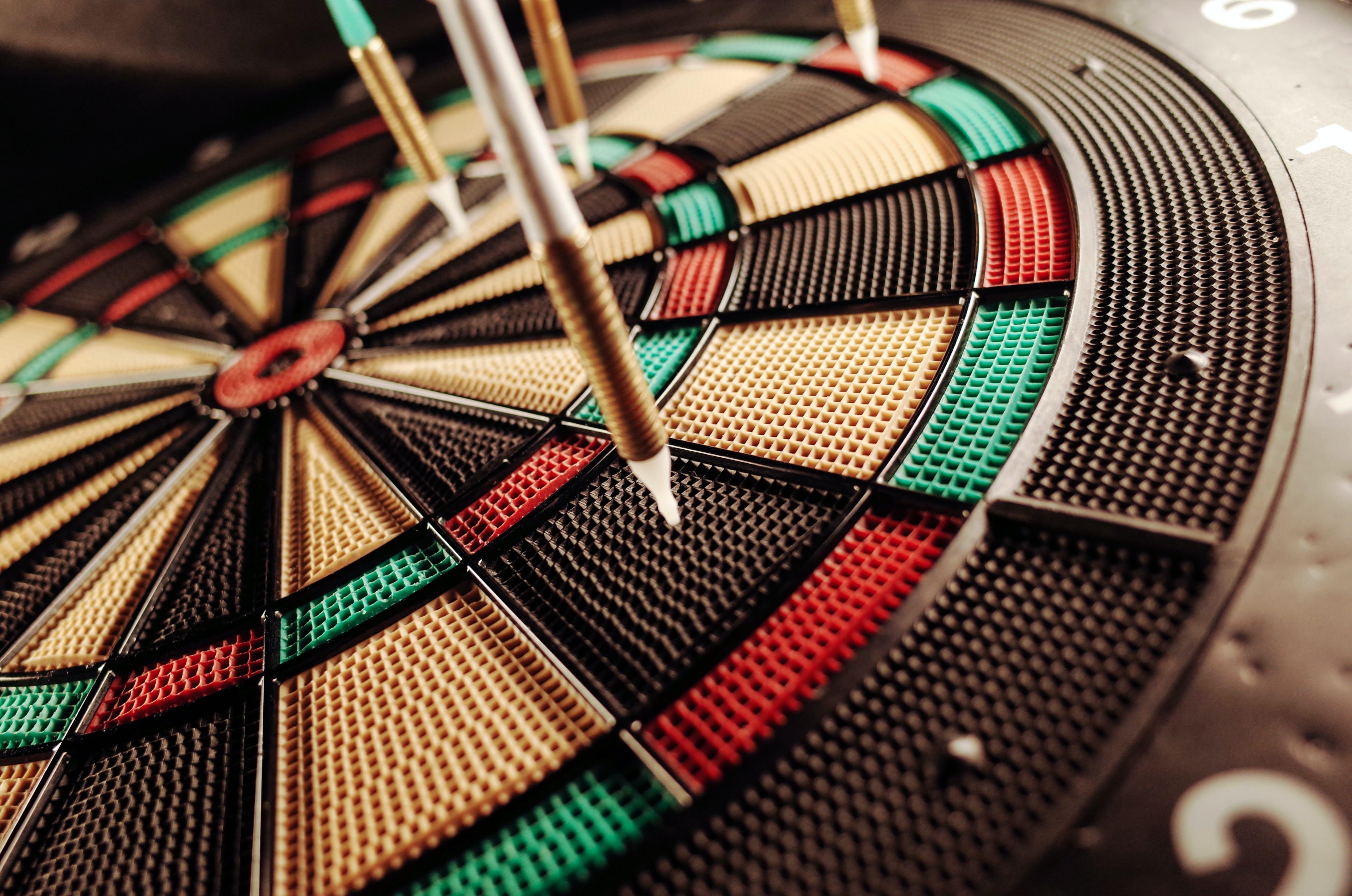 set-weekly-targets-abstract-dartboard